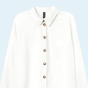 Для работы и не только: 10 белых блуз и рубашек