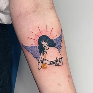 Моя татуировка: Активистка Даша Жирнова об ангеле на предплечье — Красота на Wonderzine