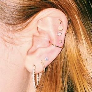 Пирсинг-созвездие: Модный способ украсить уши — Тенденция на Wonderzine