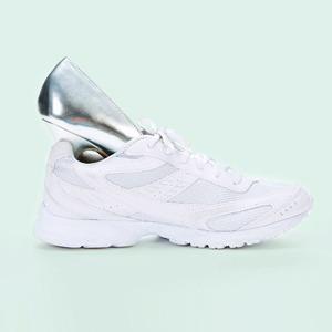 Почему мы променяли каблуки на кроссовки