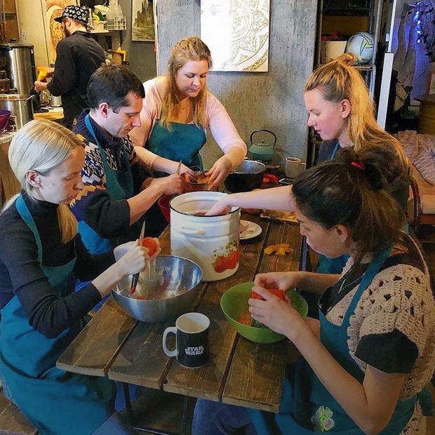 «Мы живём вместе не от бедности»: Истории женщин из коммун  и коливингов