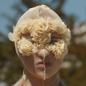 Повязки для лица и медицинские маски: Тренд на анонимность — Тенденция на Wonderzine