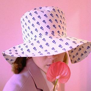 На кого подписаться: Причудливые панамки Olivia Latinovich — Стиль на Wonderzine