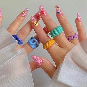 Как жизнерадостные кольца из детства вновь стали популярными — Тенденция на Wonderzine