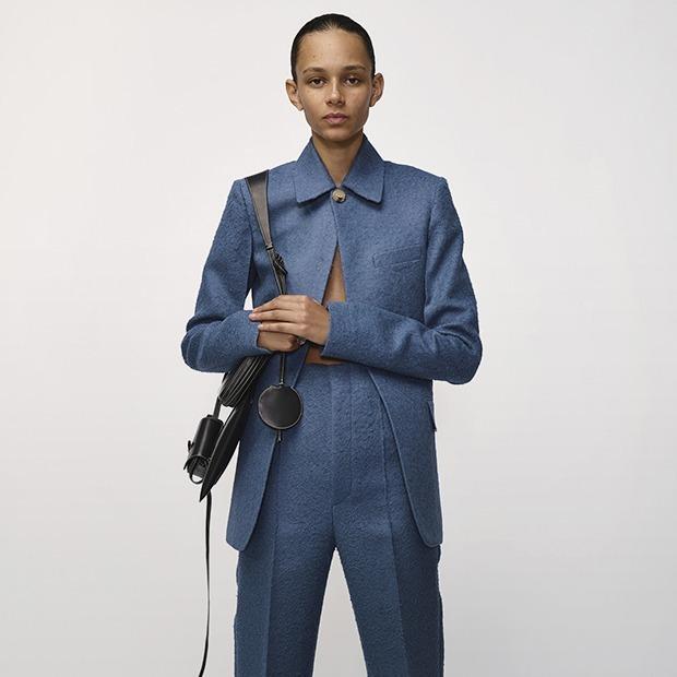 Цепочки, крошечные сумки и гигантские платья: 48 тенденций на весь год