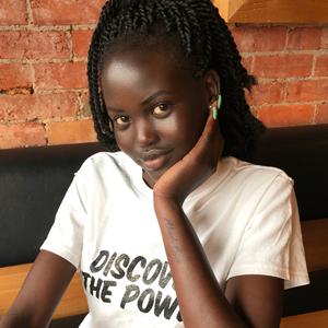 Новое имя: Судано-австралийская модель Адут Акеч — Стиль на Wonderzine