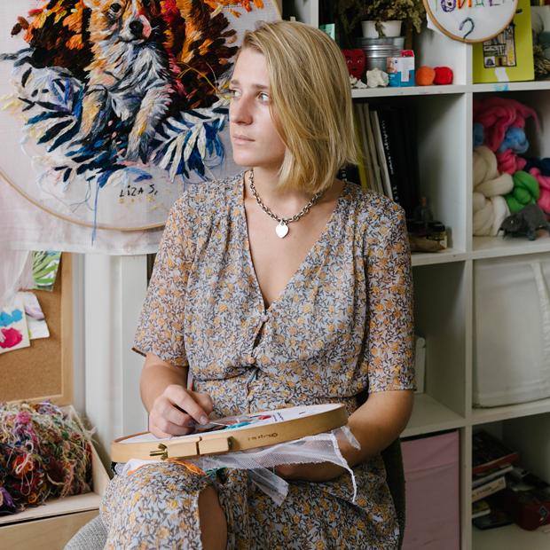 Художница Лиза Смирнова у себя в мастерской — Комната на Wonderzine