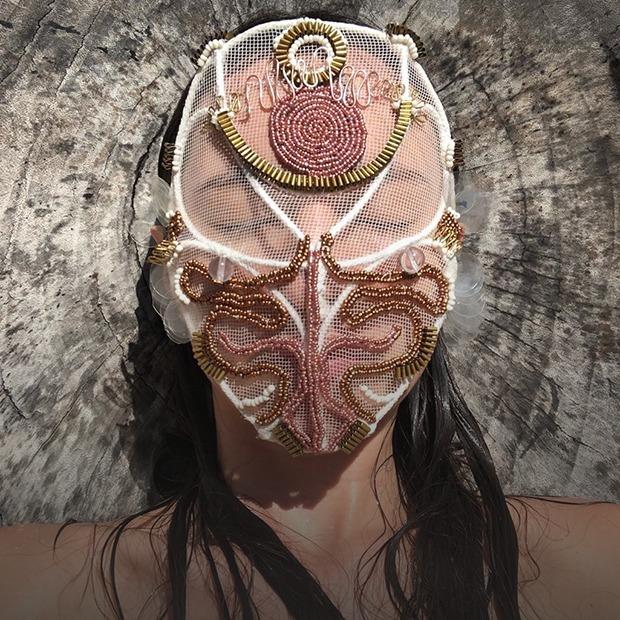 Другие лица: Почему необычные маски стали супермодными