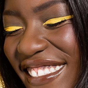 Закаты и лимоны: Жёлтый цвет в макияже глаз — Тенденция на Wonderzine