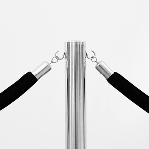 «Вам сюда нельзя»: Не пора ли отменить дресс-код и «политику заведения» — Мнение на Wonderzine