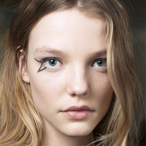 Стрелки, тени, тон, помада: 5 лайфхаков для макияжа — Красота на Wonderzine