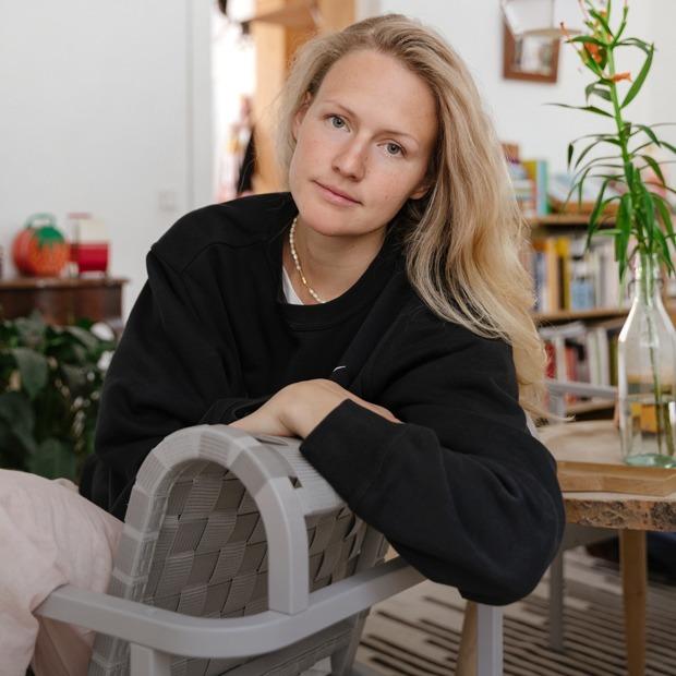 Дизайнер марки M_U_R Анна Дружинина у себя в гостиной — Комната на Wonderzine