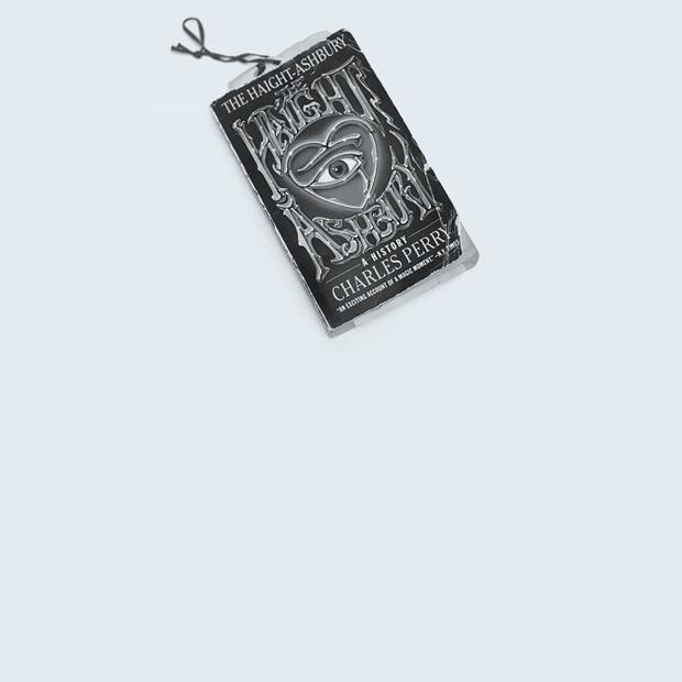 Основательница STROGO vintage Марина Чуйкина о любимых книгах — Книжная полка на Wonderzine