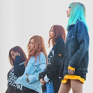 «Blackpink: Light Up The Sky»: Чёрно-розовая жизнь солисток популярной  k-pop-группы — Развлечения на Wonderzine