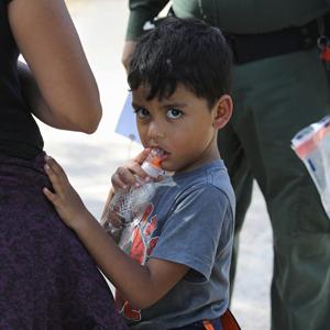 Дети в вольерах: Как и зачем в США разлучают семьи мигрантов — Жизнь на Wonderzine