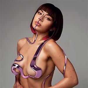 Сила воли: Как Charli XCX стала поп-звездой на своих условиях — Музыка на Wonderzine