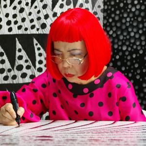 Яёи Кусама: Что нужно знать об одной из главных художниц современности
