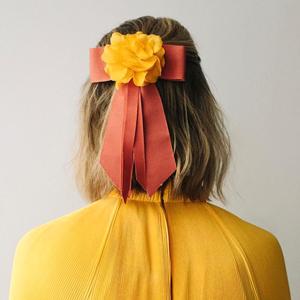 Цветы, ракушки и бабочки: 6 марок с классными заколками для взрослых — Стиль на Wonderzine