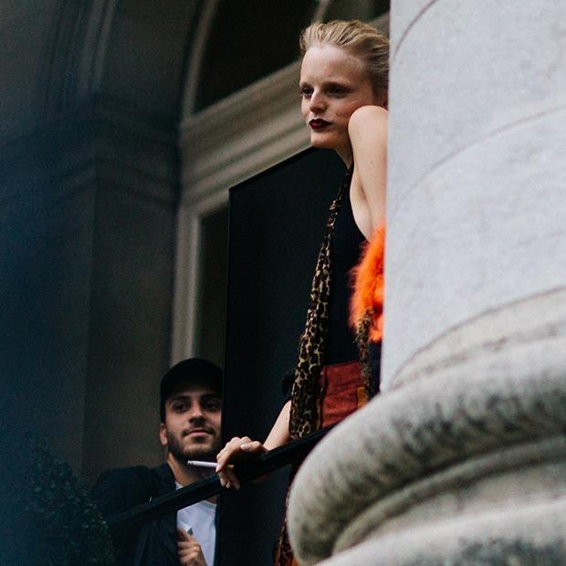 «Недружелюбный праздник»:  Что на самом деле люди делают на неделях моды