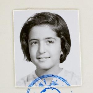 «Afsaneh»: Жизнь женщины в фотографиях на паспорт  — Фотопроект на Wonderzine