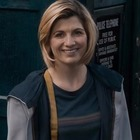 Джоди Уиттакер борется с монстрами в новом трейлере «Доктора Кто»