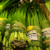 Супермаркет во Вьетнаме заменил пластиковую упаковку на листья