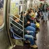 Пассажиров нью-йоркского метро научат не расставлять широко ноги