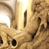 Студент сломал статую XIX века в попытке сделать селфи