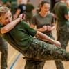 Польские военные бесплатно научат женщин самообороне
