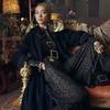 Много золота и красивые интерьеры в осенне-зимней кампании Zara