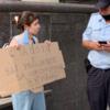 Студентка ВШЭ вышла на одиночный пикет против увольнения преподавателей