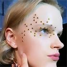 Перламутровые губы, татуировки на лице и море блёсток: Как повторить макияж с недель моды