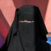 В Тунисе запретили носить в госучреждениях одежду, скрывающую лицо