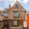 На Airbnb теперь можно арендовать дом Гарри Поттера