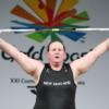 Тяжелоатлетка Лорел Хаббард станет первой трансженщиной — участницей Олимпийских игр