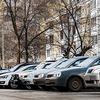 В Петербурге жители дома протестуют против парковки у центра реабилитации