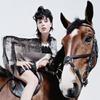 В кампании Lanvin снялись Эди Кэмпбелл, ее семья и любимая лошадь