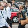 Шведка в одиночку выступила против марша неонацистов