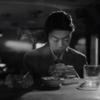 Рина Саваяма запивает горе в баре в новом клипе на сингл «Bad Friend»