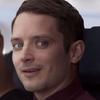 Элайджа Вуд снялся  в «Самом эпическом видео  о безопасности на борту»