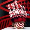 Витрину «КМ 20» украсила инсталляция Walter Van Beirendonck «Нет расизму»
