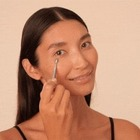 Всем кто смеется, хмурится, моргает: Как ухаживать за кожей вокруг глаз