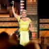 Али Строкер — первая актриса на инвалидной коляске, получившая «Тони»