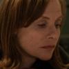 Изабель Юппер преследует Хлою Морец в трейлере «В объятьях лжи»