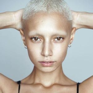 От Ренессанса до инстаграма: Кто и зачем сбривает брови