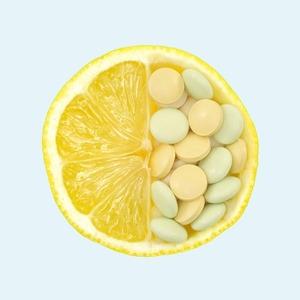 «Попей, лишним не будет»: Развенчиваем 10 мифов о витаминах