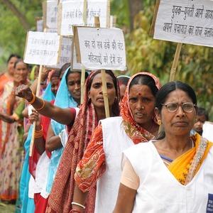 Ученицы гуру: Как в Индии началось движение против домогательств