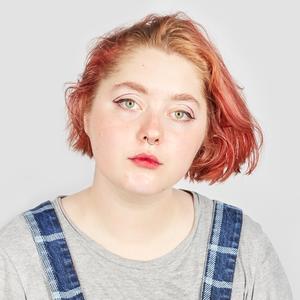 Инстаграм-блогерка и фемактивистка Ася Лунегова о любимой косметике