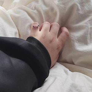 Для свадьбы и не только: Чем опасен пирсинг на пальцах