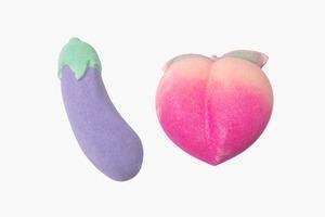 Бомбы для ванны в виде лучших эмодзи — баклажана и персика